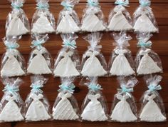 I love this for a bridal shower idea. I know someone named Michaela Ritch that would do this. :) hint, hint