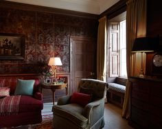 INTERIOR DESIGN ∙ COUNTRY HOUSES ∙ Scotland - Todhunter EarleTodhunter Earle....I've never seen a wall treatment like this before, but I like it. It makes you feel snug.