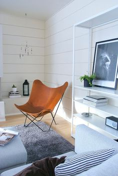 tal markki -moderni olohuoneen sisustus Living Room Furniture, Living Room Decor, Living Spaces, Tallit, Butterfly Chair, Cozy Cottage, Floor Chair, Sweet Home, New Homes