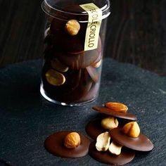 Paletas Chocolate, Chocolate Bark, How To Make Chocolate, Chocolate Truffles, Chocolate Lovers, Chocolate Desserts, Dessert Packaging, Birthday Chocolates, Fudge