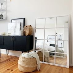Ideas For Storage Bench Diy Living Room Small Bedroom Storage, Diy Storage Bench, Diy Bench, Storage Ideas, Ikea Organization, Small Space Organization, Ikea Mirror, Furniture For Small Spaces, Diy Furniture