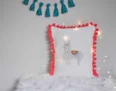 free crochet pillow pattern / Llama Llove Pillow Knitting Blogs, Free Knitting, Free Crochet, Knit Crochet, Crochet Pillow Pattern, Crochet Patterns, Crochet Projects, Christmas Stockings, Pillows