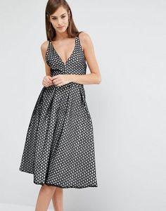 Кружевное приталенное платье миди с v-образным вырезом The 8th Sign