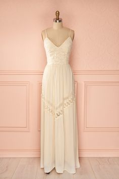 Shari Ivoire - Maxi cream and white dress Grad Dresses, Evening Dresses, Casual Dresses, Fashion Dresses, Bridesmaid Dresses, Formal Dresses, Wedding Dresses, Pretty Outfits, Pretty Dresses