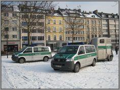 polizeifahrzeuge-mit-pferdetransport-anhaengern-gesehen-am-38822.jpg 1,024×773 pixels