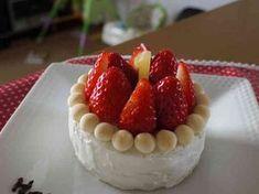1歳の誕生日に♪離乳食ケーキの画像 Raspberry, Strawberry, First Birthdays, Sweets, Fruit, Cooking, Cake, Party, Desserts