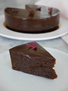 Free & Easy To Make Keto and Low Carb desserts. You Will Find The Most Up To Date Information On All Aspects Of The Ketogenic Diet And A Keto Diet Menu For Beginners. Easy Delicious Recipes, Best Dessert Recipes, Sweet Recipes, Cake Recipes, Low Carb Chocolate Cake, Chocolate Desserts, Low Carb Desserts, Easy Desserts, Just Bake