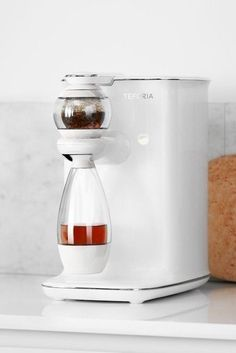 Explore the amazing flavors of tea with the Teforia Leaf. This sleek machine is your own personal tea master and does all the work for you. Teforia Leaf recognizes your tea through smart packaging and applies the ideal infusion method to unlock ea… Rose Gold Kitchen Appliances, Home Coffee Machines, Perfect Cup Of Tea, Messy Kitchen, Best Espresso, Tea Packaging, Brewing Tea, Tea Service, Tea Infuser