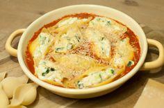 Gevulde pastaschelpen met ricotta en courgette; een lekker en puur pastagerecht voor echte bourgondiërs. Lekker met olijvenbrood of een frisse salade.