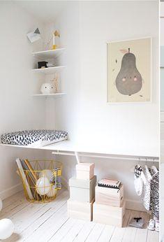 Chambre de gauche mur beige et déco rose | Deco chambre Chloé ...