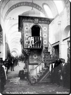 İstanbul, Kapalıçarşı'da Muhallebici ve çevre esnaf. - 1900'ler. / Mahale'bidji au Grand Bazar, Constantinople - Sebah Joaillier.