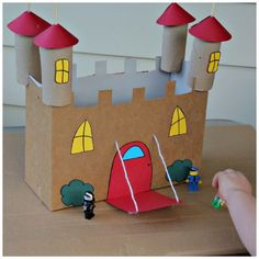 brinquedo reciclado castleo com caixa cereal rolinho papel criancas ferias 2