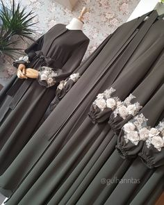 Abaya gamis hitam - Wedding World Hijab Gown, Hijab Dress Party, Hijab Style Dress, Mode Abaya, Mode Hijab, Abaya Fashion, Fashion Dresses, Dress Outfits, Estilo Abaya