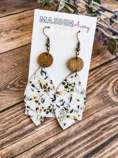Diy Macrame Earrings, Diy Leather Earrings, Paper Earrings, Wooden Earrings, Leather Jewelry, Boho Earrings, Hanging Earrings, Teardrop Earrings, Fall Jewelry