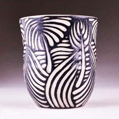 Inexpensive, elegant and versatile, pottery is a worthwhile addition to your home, and you should definitely consider getting some for your interior design project. Pottery is used to decorate diff… Slab Pottery, Pottery Mugs, Ceramic Pottery, Pottery Art, Sgraffito, Ceramic Decor, Ceramic Design, Ceramic Clay, Ceramic Techniques
