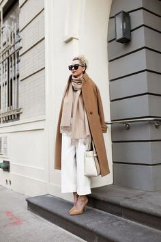 Photo via: Atlantic-Pacific Blair effortlessly masters neutral layers with a blush scarf, camel coat, white culottes and suede pumps. Her red lipstick gives the whole ensemble a chic pop of color! Look Fashion, Fashion Outfits, Womens Fashion, Fashion Trends, Latest Fashion, Net Fashion, Trending Fashion, Classic Fashion, Petite Fashion