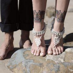 De la nota: Tendencias para bodas: ¡Novias descalzas!  Leer mas: http://www.hispabodas.com/notas/2076-tendencias-novias-descalzas-