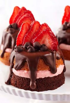 The Best Recipes of Pinterest: Mini Strawberry & Chocolate Party Cakes