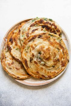 Flaky Scallion Pancakes with Shallots - Extra Flaky Scallion Pancakes – step-by-step photos with video! Food Porn, Vegetarian Recipes, Cooking Recipes, Healthy Recipes, Healthy Food, Scallion Pancakes, Comfort Food, Le Diner, Food For Thought