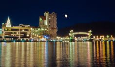 Relax at The Coeur d'Alene Resort on the shore of Lake Coeur d'Alene and enjoy idyllic landscape, year-round activities and luxurious accommodations. Facebook Background, Coeur D Alene Resort, Cool Photos, Beautiful Pictures, Lights Tour, Usa Cities, Holiday Lights, Christmas Lights, Coeur D'alene