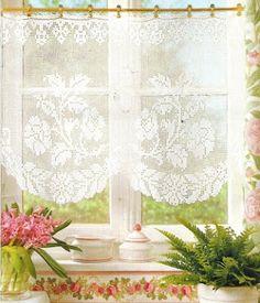 Victoria - Handmade Creations : 2 κουρτινάκια από πλεκτή δαντέλα για τα παράθυρα τ...
