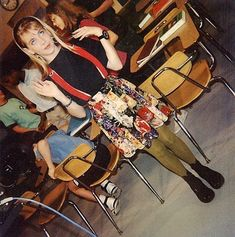 Clarissa explains it all: fashion: floral skirt with suspenders. black combat boots, and stem-color tights. 90s Grunge Hair, 90s Fashion Grunge, All Fashion, Retro Fashion, Clarissa Explains It All, Melissa Joan Hart, Back In The 90s, 90s Kids, Cute Skirts
