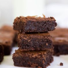 Lightened-Up Peppermint Fudge Brownies Recipe ~ Says: , each of these brownies only has about 140 calories but you wouldn't know it! They're fudgy, chocolatey, and chewy Fudge Brownies, Healthy Brownies, Chickpea Brownies, Yogurt Recipes, Healthy Dessert Recipes, Just Desserts, Healthy Meals, Homemade Brownie Mix, Homemade Brownies