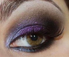 Make roxo com muito brilho! - http://www.pausaparafeminices.com/maquiagem/passo-a-passo-tutorial-maquiagem-empreguetes-cheias-de-charme/#