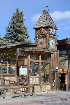 Stroll among shops, outdoor eateries, parks and a water wheel in the heart of downtown Estes Park on the Riverwalk. Park yourself on a bench or bridge to people watch where the Fall River and Big Thompson River merge.