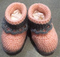 Easy to Crochet Baby Booties Pattern Tutorials - Crochet Patterns Crochet Ideas, Crochet Projects, Free Crochet, Knit Crochet, Crochet Patterns, Crochet Baby Booties Tutorial, Baby Beanies, Crochet Slippers, Baby Ideas