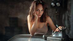 Íme az orosz fotós, akinek minden (akt)modellje nőiességből és érzékiségből doktorált   Az online férfimagazin
