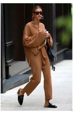 Co Ords Outfits, Mode Outfits, Casual Outfits, Celebrity Style Casual, Celebrity Outfits, Celebrity Street Fashion, Trendy Style, Look Street Style, Casual Street Style