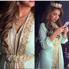 Pour cette saison de Printemps 2017 on vous lance une nouvelle gamme de magnifiques robes de haute gamme : takchita et caftan Marocain de l...