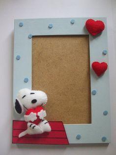 Porta retrato em MDF com motivos do Snoopy, confeccionado em feltro. Para fotos 10 X 15.