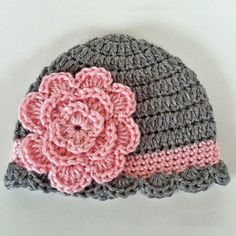 Pretty Baby BeanieThis crochet pattern / tutorial is available for free... Full post:Pretty Baby Beanie