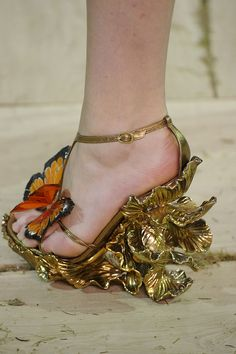 Alexander McQueen Shoes... I would rock the shit out of these!!! Hello Samantha Jones!