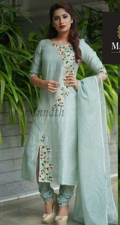 Embroidery Suits Punjabi, Hand Embroidery Dress, Kurti Embroidery Design, Embroidered Clothes, Embroidery Fashion, Embroidery On Kurtis, Modern Embroidery, Machine Embroidery, Designer Party Wear Dresses