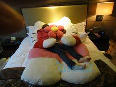 Big Huge Cute 2013 Models 200cm Hello Kitty Bed Sleeping Bag Gift   eBay Hello Kitty Bed, Hello Kitty Rooms, Big Huge, Sleeping Bag, Blankets, Toddler Bed, Cozy, Models, Pillows
