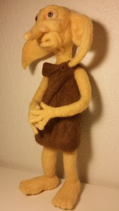 Dobby :) Cat Shack, Cardboard Art, Crayon Art, Handmade Felt, Felt Dolls, Felt Art, Dobby, Felt Animals, Mitten Gloves