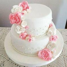 Two-story wedding cake with lace and edible flowers .- Torta de bodas de dos pisos con puntillas y flores comestibles. – Two-story wedding cake with sprigs and edible flowers. Edible Lace, Edible Flowers, Cake Icing, Cupcake Cakes, Cupcakes, Pretty Cakes, Beautiful Cakes, Kaak Warka, Quinceanera Cakes