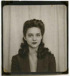a-harlots-progress:    Photo Booth, 1940s  beautiful!