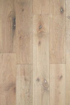Hardwood Flooring Trends for 2020 17 trendy styles for hardwood floors. The definitive guide to hottest and most stylish wood flooring trends for Stain color preferences and finishes. Hardwood Floor Colors, Light Hardwood Floors, Wood Floor Texture, Modern Wood Floors, Light Wood Texture, Hardwood Floors In Kitchen, Wood Colors, Maple Floors, White Oak Floors
