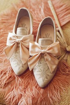 peach shoes on feathers