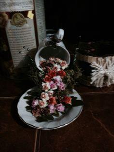 Taza colgante decorada con flores