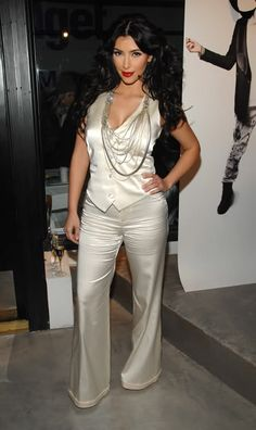 Pearlescent suit Kim Kardashian (October 2006 - July 2009) - Page 243 - the Fashion Spot