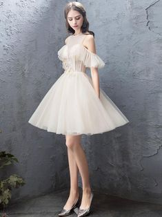 homecoming dresses Description Cute round neck tulle champagne short prom dress, homecoming dress Material:lace,tulle Size:US US US US US 12 US 2 Pretty Homecoming Dresses, Pretty Dresses, Beautiful Dresses, Prom Dresses, Formal Dresses, Quinceanera Dresses, Sweet 16 Dresses, Short Dresses, Looks Kawaii