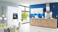 inbauküche mit zwei Zeilen | Kunststoffoberflächen in Sonoma Eiche & Weiß | Korpus in Weiß | Stellfläche ca. 180 cm und 290 cm
