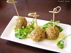 Tempeh moon, vegan lives, vegan loves....: Albóndigas crudistas de tomate seco y espinacas rellenas con crema de aguacate