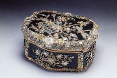 Snuff box made for King Frederick the Great of Prussia, c.1770-75. Diamonds: A Jubilee Celebration. The Royal Collection © 2011, Her Majesty Queen Elizabeth II.