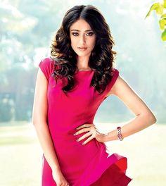 Indien Movie's Actress Ileana D'Cruz Biography and Lifestyle Beautiful Bollywood Actress, Beautiful Actresses, Ileana D'cruz, Cute Beauty, Best Actress, Asian Beauty, Hot Girls, Beautiful Women, Lady